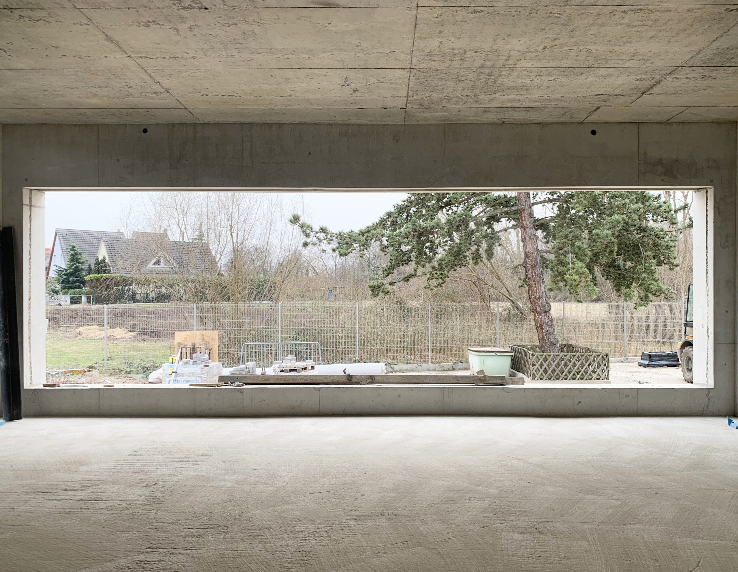 The volumes of Gutenberg school take shape and framings of the landscape are created…